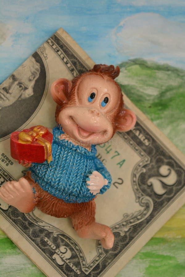 2 доллара предпосылка зеленого цвета подарка денег и обезьяны стоковое фото rf