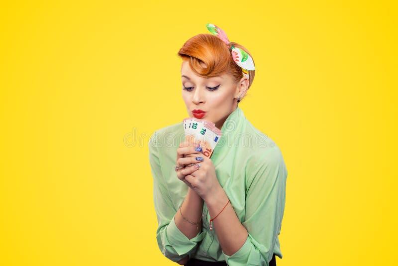 Долларовые банкноты женщины целуя стоковое изображение