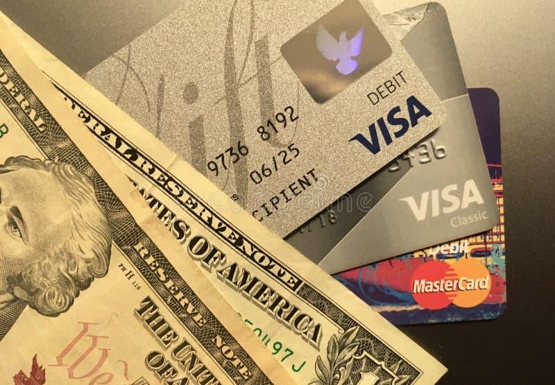 Доллары и карточки банка стоковые фотографии rf