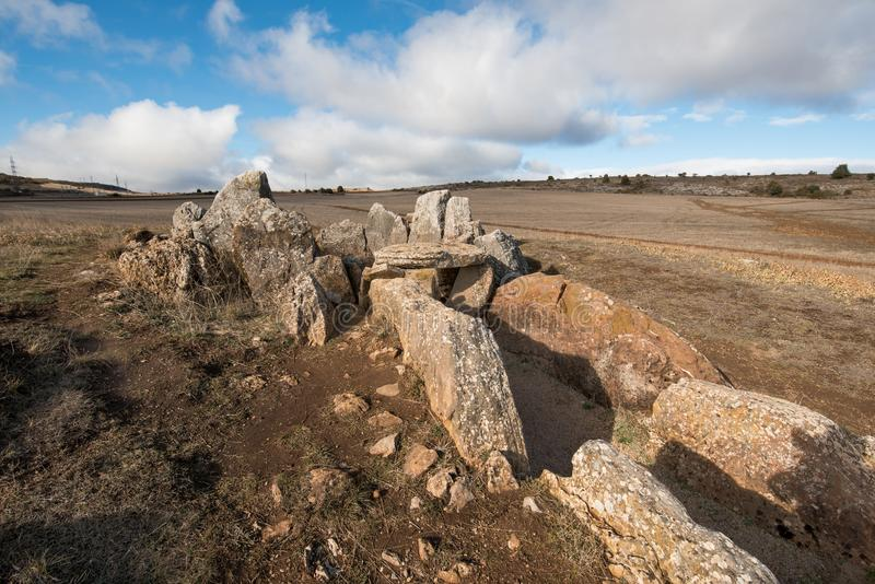 Дольмен Prehistocric megalithic в провинция Mazariegos, Бургосе, Испания стоковая фотография rf