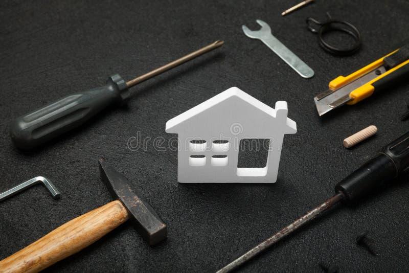 Домашние инструменты, внутреннее улучшение Делает оно себя концепция стоковое изображение