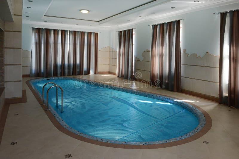 Домашний крытый бассейн стоковые фото