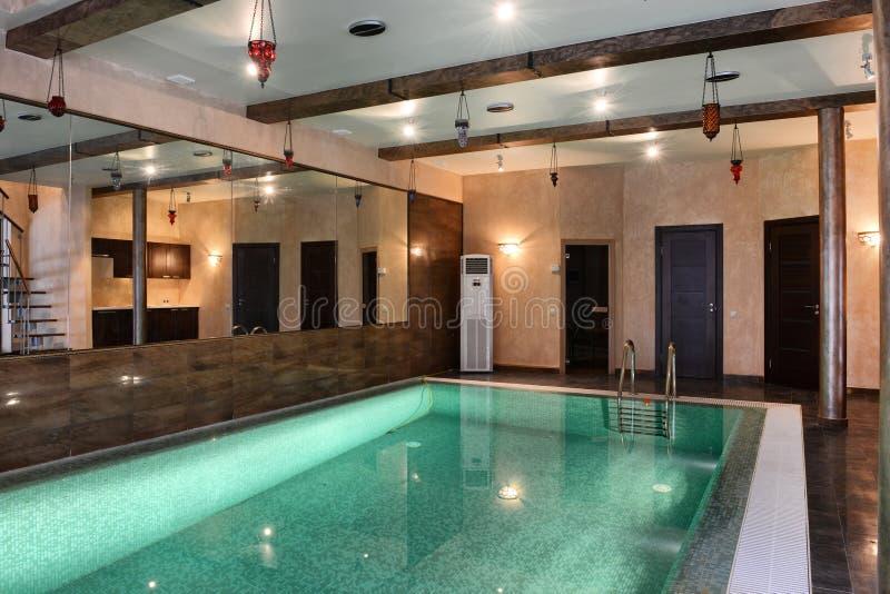 Домашний крытый бассейн стоковая фотография