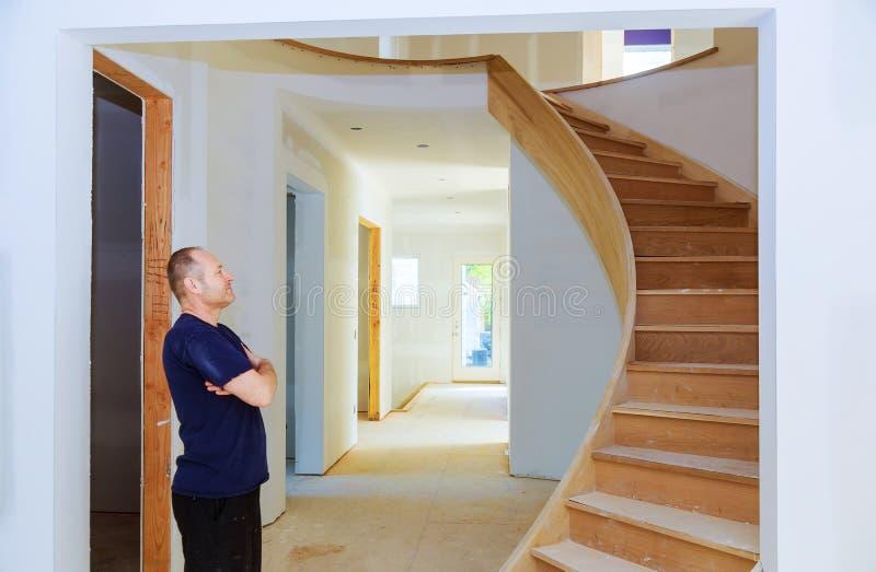 Домашний потолок доски гипса района комнаты реновации на конструкции стоковые фотографии rf