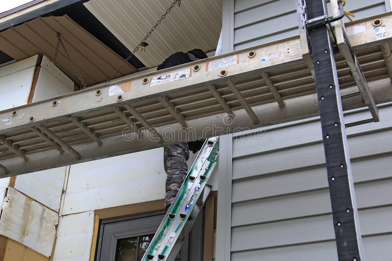 Домашний remodeling с новым siding стоковые изображения