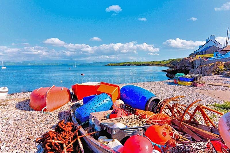 Домашняя гавань на пляже Anglesey северном Уэльс Moelfre стоковые изображения rf