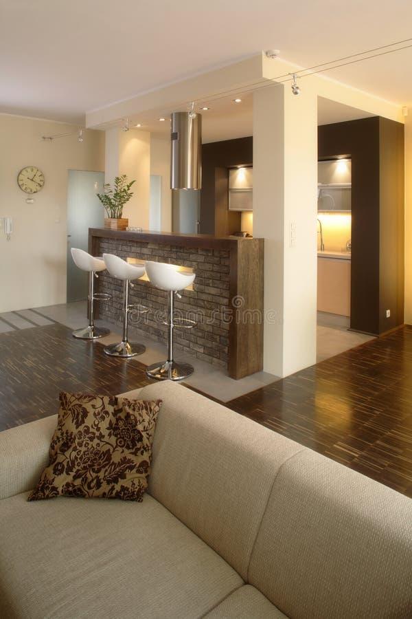 домашняя живущая самомоднейшая комната стоковое изображение