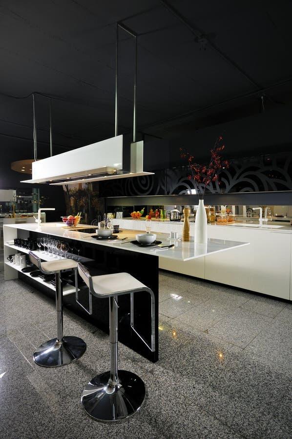 домашняя кухня самомоднейшая стоковые фото
