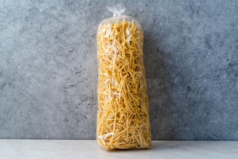 Домашняя Raw Турецкая Eriste Noodle Pasta в пакете готовых к продаже стоковое фото