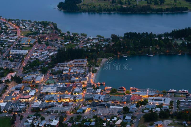 Дома в центре города Queenstown в виде с воздуха стоковая фотография rf