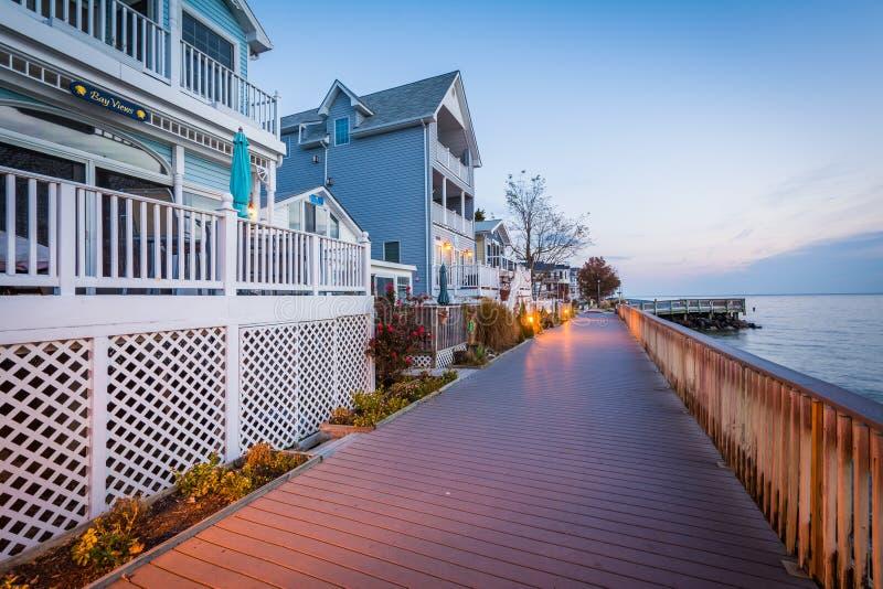 Дома и променад портового района, в северном пляже, Мэриленд стоковая фотография