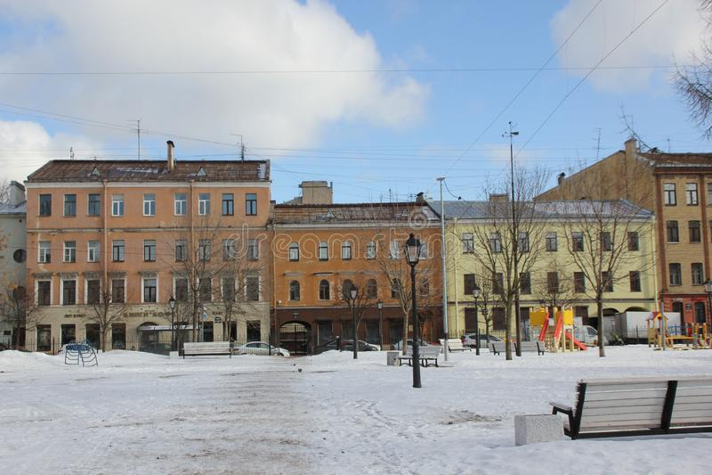 Дома на обваловке Fontanka в зиме в Санкт-Петербурге, России стоковое фото