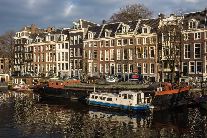 Дома на реке Amstel стоковые изображения rf