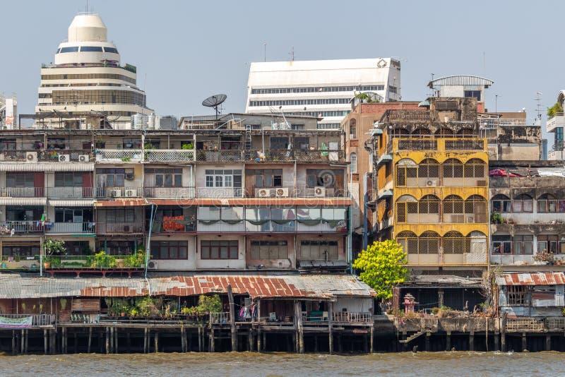 Дома на Реке Chao Praya Бангкоке стоковое изображение