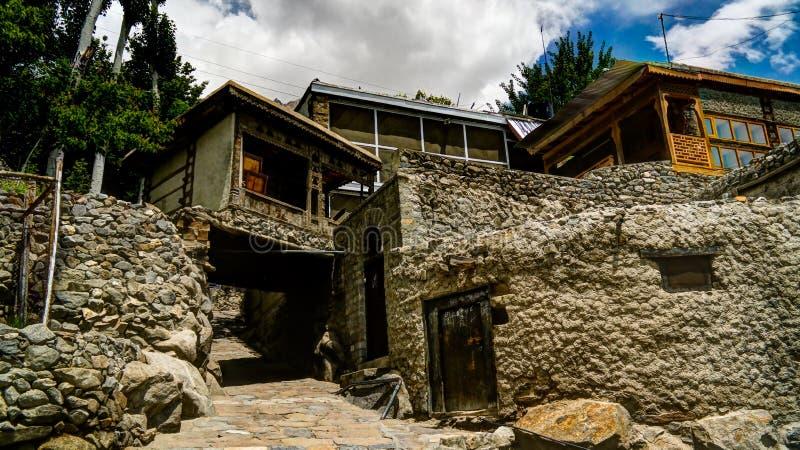 Дома на улице Karimabad на долине Hunza, gilgit-Baltistan, Пакистане стоковое изображение rf