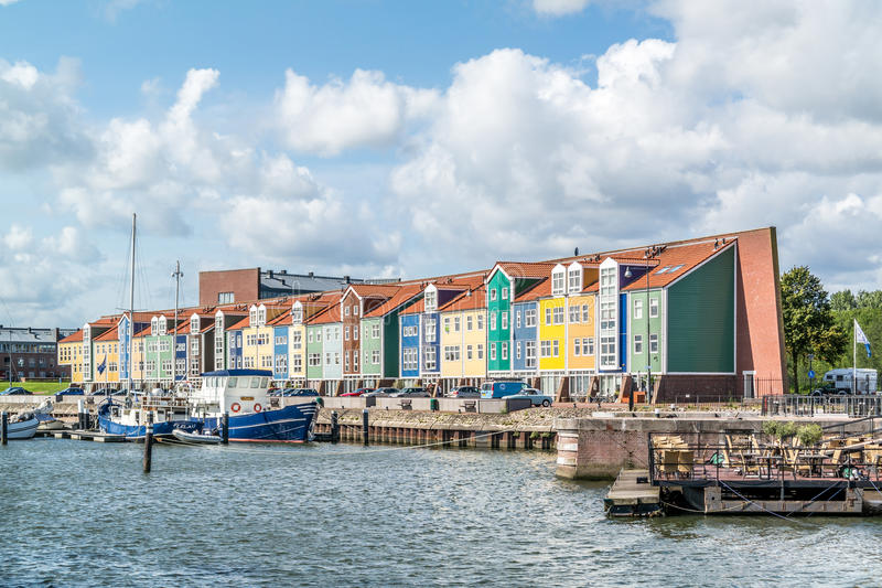 Дома причала в Hellevoetsluis, Нидерландах стоковая фотография