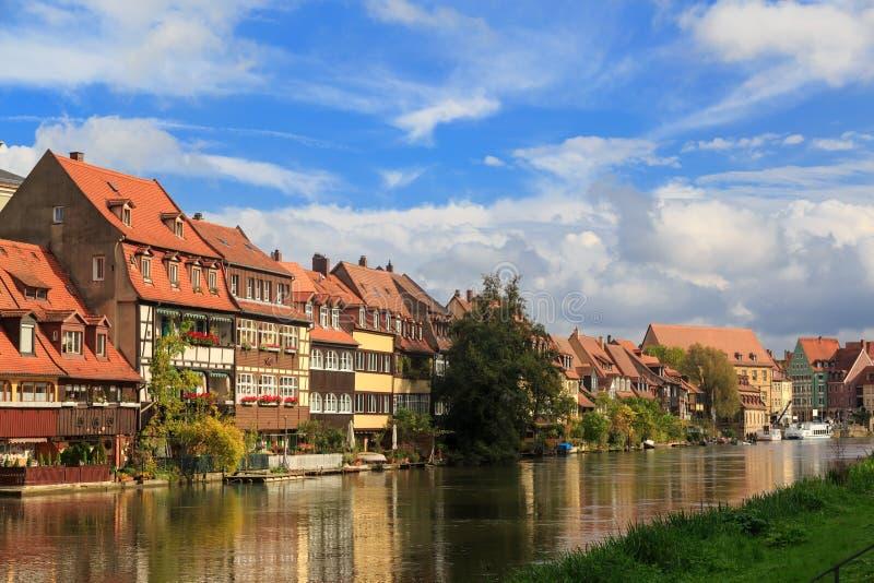 Дома реки и года сбора винограда в Бамберге стоковые изображения rf