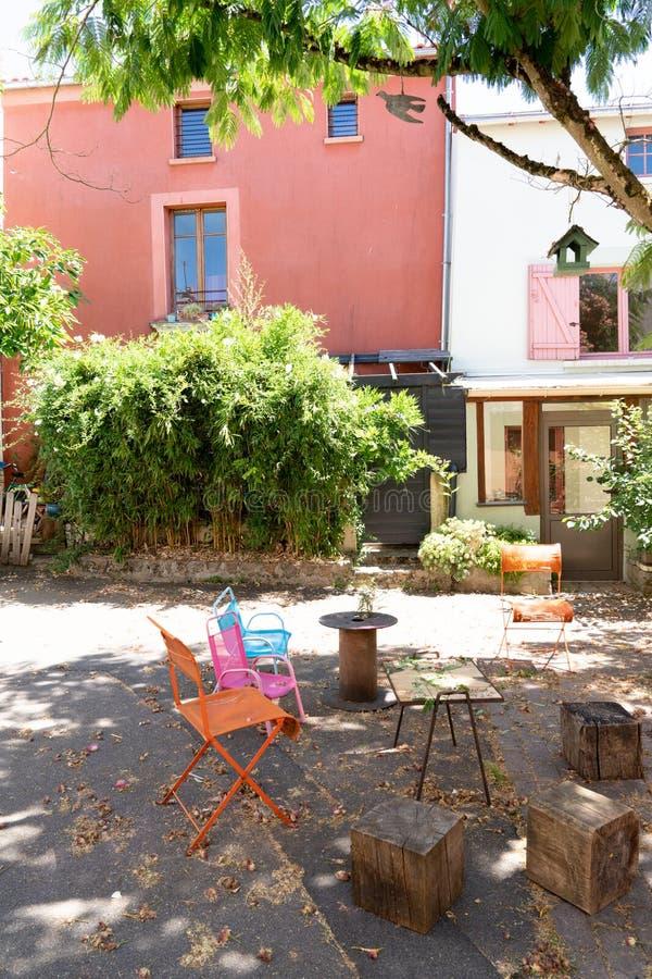 Дома улицы деревни Trentemoult красочные в Бретань Франции стоковая фотография rf