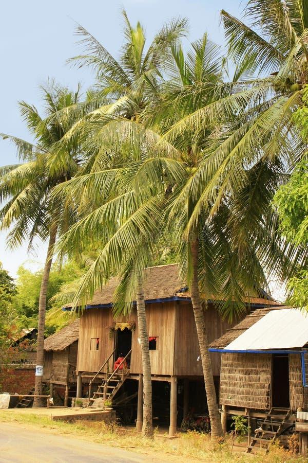 Дома ходулей в малом селе около Kratie, Камбоджи стоковые фотографии rf