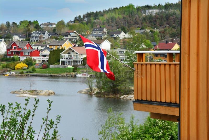 Дома цвета в мхе, Норвегии стоковые изображения rf