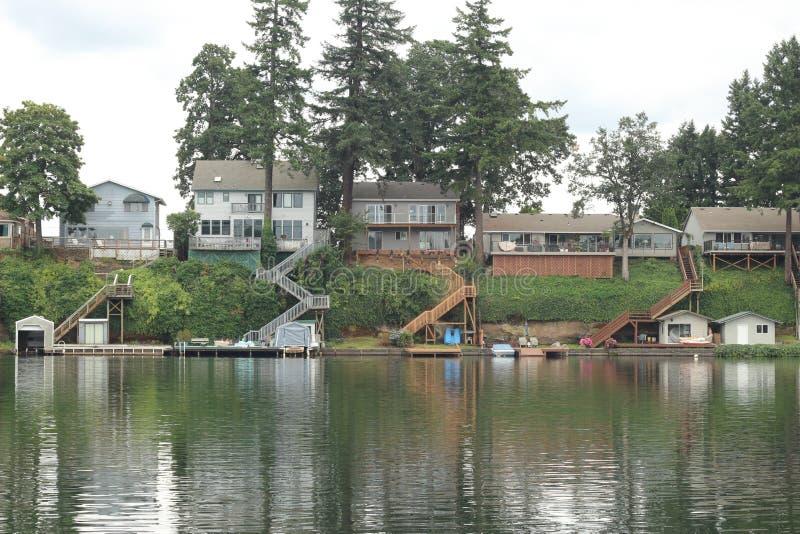 Дома Lakeview стоковые изображения
