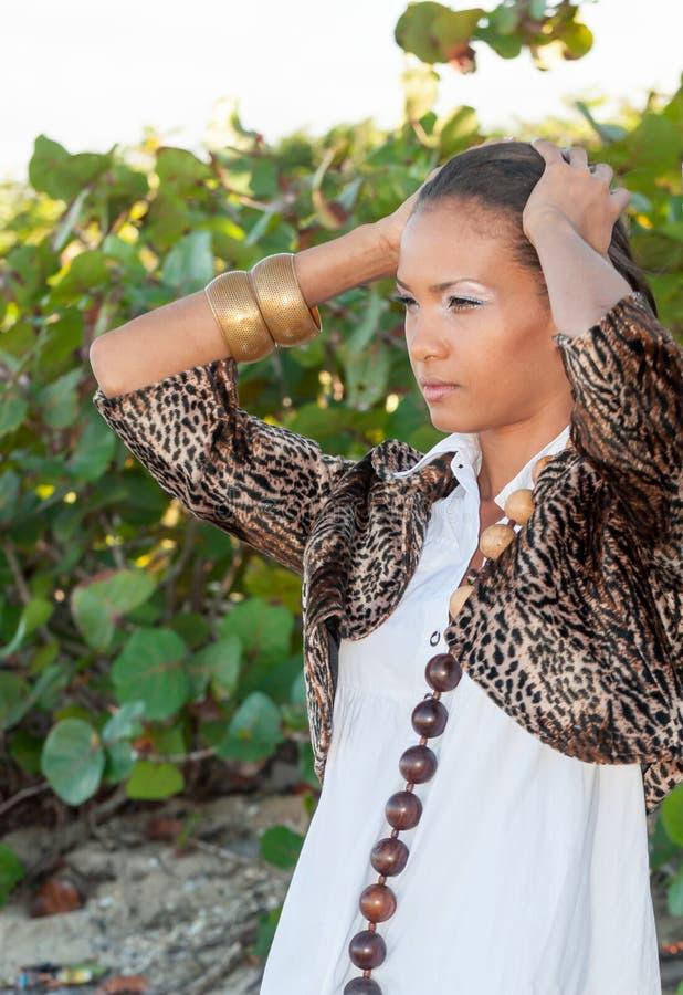 Download Доминиканский портрет девушки Стоковое Фото - изображение насчитывающей вода, довольно: 81800544