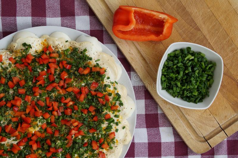 Домодельная пицца подготовленная для печь стоковые изображения rf