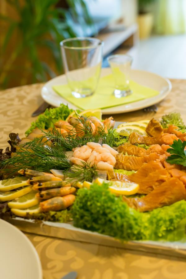 Домодельная плита рыб стоковые изображения rf
