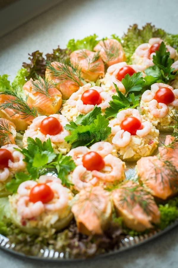 Домодельная плита рыб стоковые фото