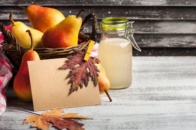 Домодельные сидр и плодоовощи груши стоковые изображения rf
