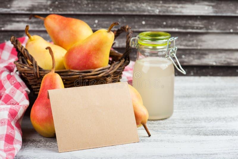 Домодельные сидр и плодоовощи груши стоковое изображение