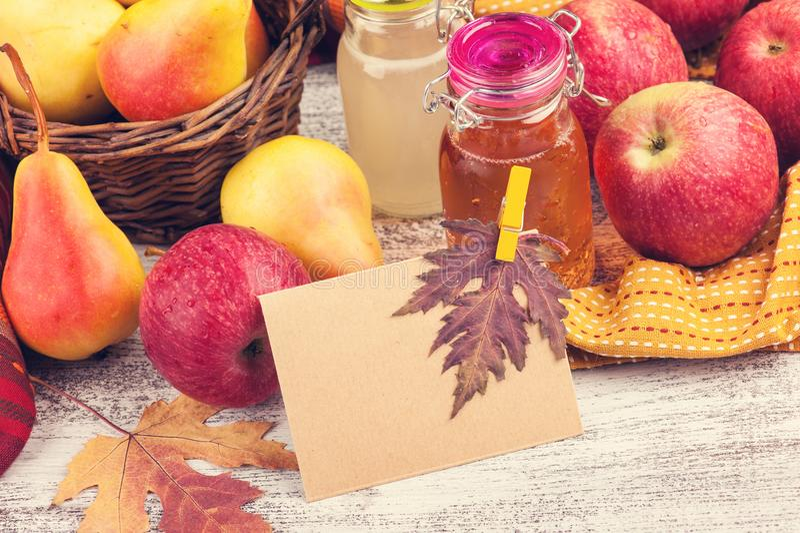 Домодельные сидр и плодоовощи груши стоковые фото