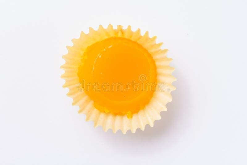 Домодельный желтый пудинг Как Quindim в Бразилии Плоское положение  стоковое изображение