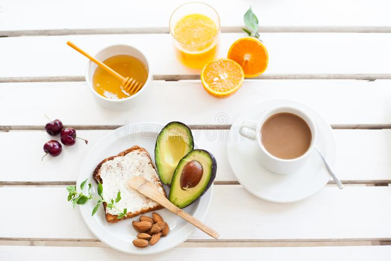 Домодельный здоровый завтрак стоковые изображения rf