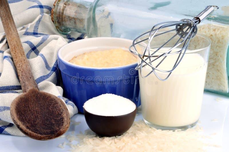 Домодельный рисовый пудинг и свои ингредиенты стоковые изображения rf