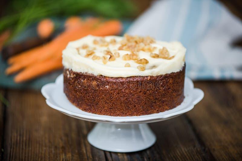 Домодельный свежий торт моркови стоковые изображения