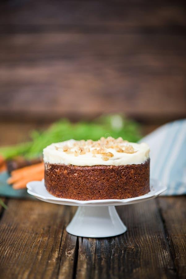 Домодельный свежий торт моркови стоковая фотография rf