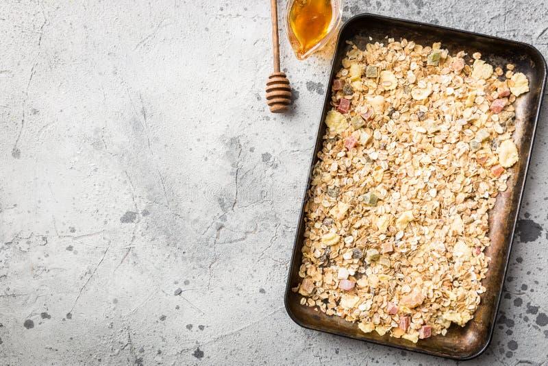 Домодельный granola с медом стоковое фото rf