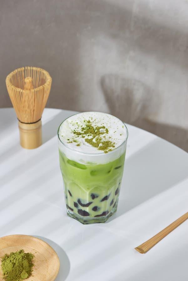 Домодельный latte matcha зеленого чая boboa жемчуга тапиоки японский - сметанообразный и yummy с милым взглядом стоковое изображение rf