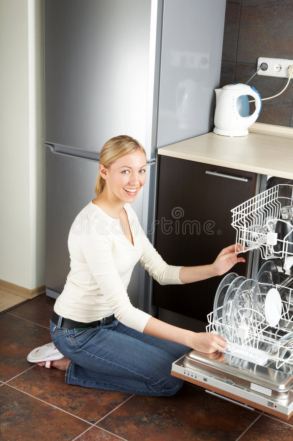 Download домохозяйка стоковое изображение. изображение насчитывающей housework - 6867985