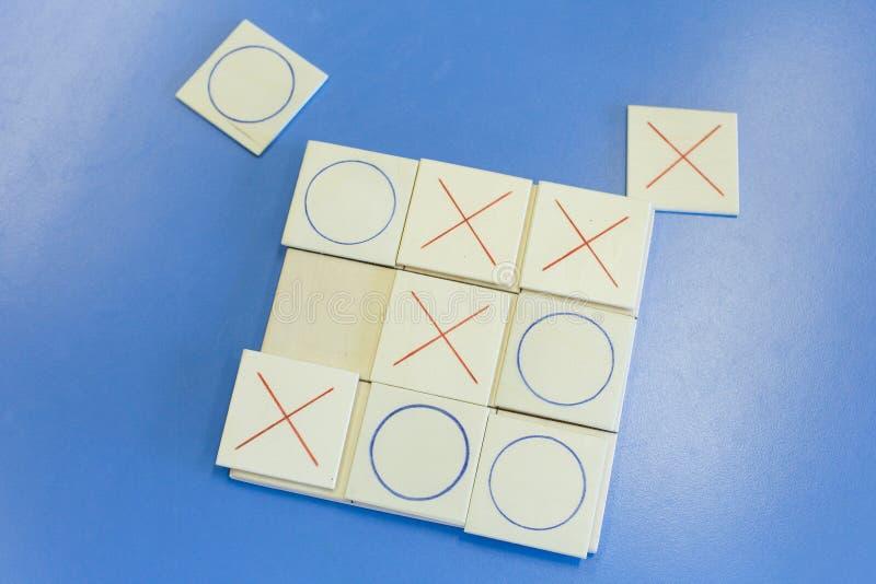 Домодельная воспитательная деревянная игра tic-tac-пальца ноги стоковые изображения rf