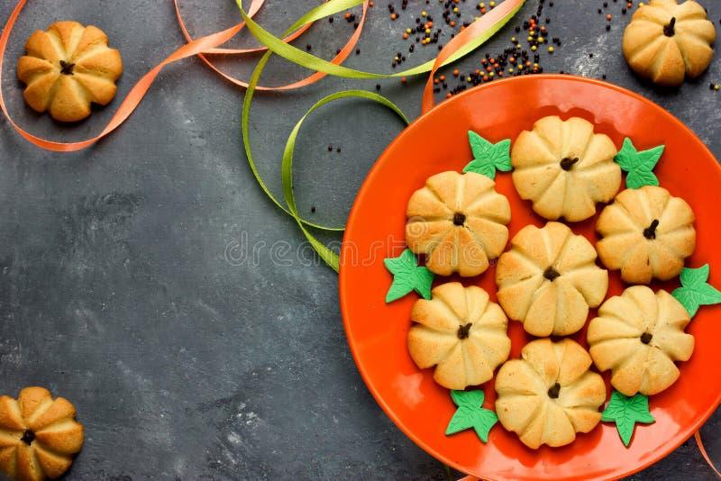 Домодельное печенье пряника на хеллоуин или благодарение Pumpk стоковая фотография