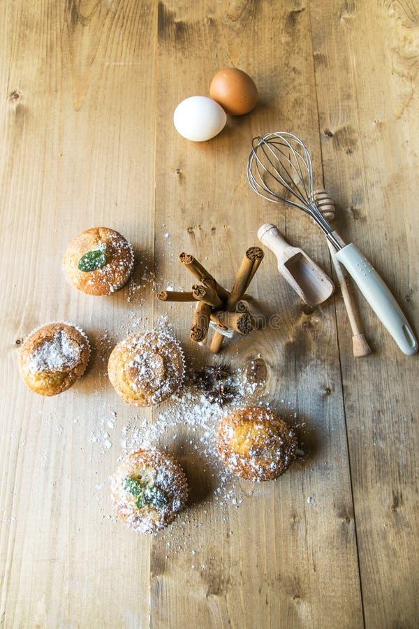 Домодельные булочки с анисовкой, циннамоном и мятой звезды стоковая фотография