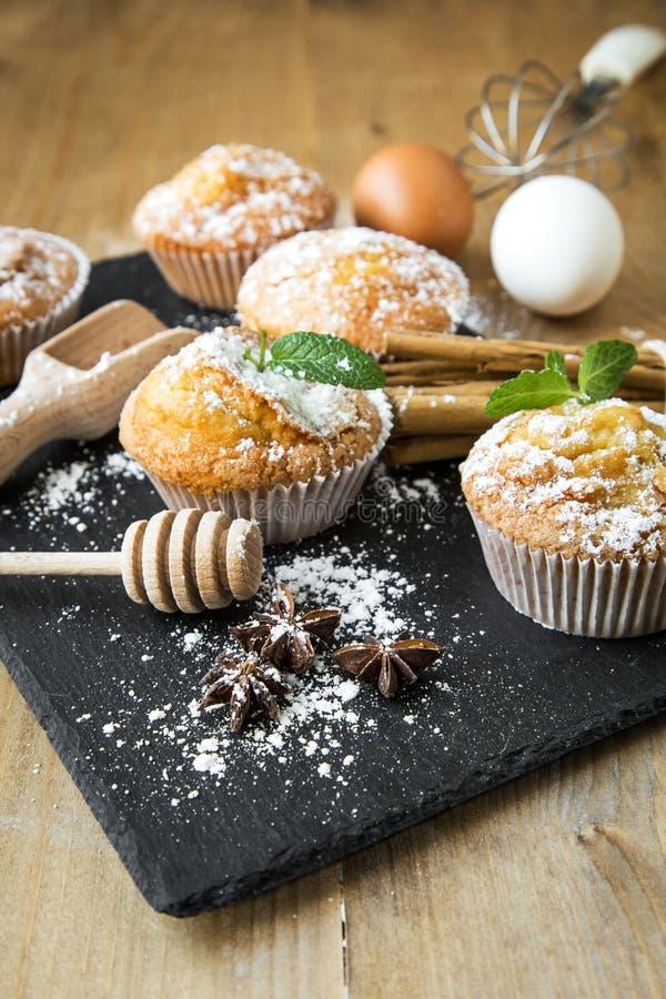 Домодельные булочки с анисовкой, циннамоном и мятой звезды стоковые изображения rf