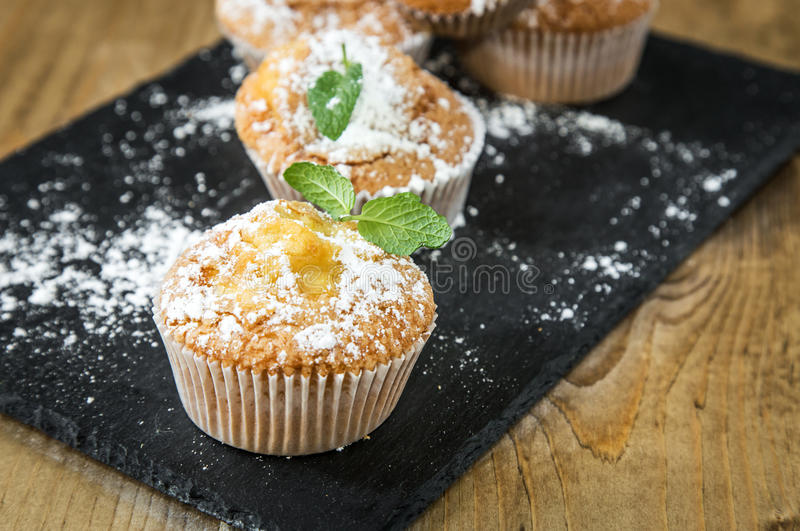Домодельные булочки с анисовкой, циннамоном и мятой звезды стоковое изображение