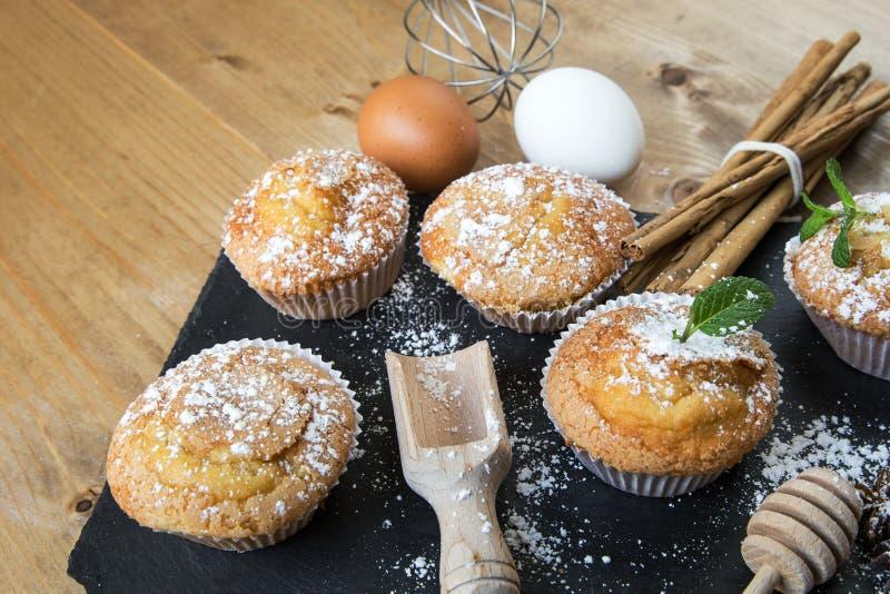 Домодельные булочки с анисовкой, циннамоном и мятой звезды стоковые фото