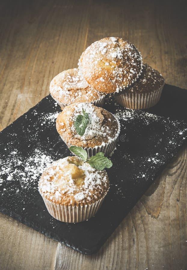 Домодельные булочки с анисовкой, циннамоном и мятой звезды стоковая фотография rf
