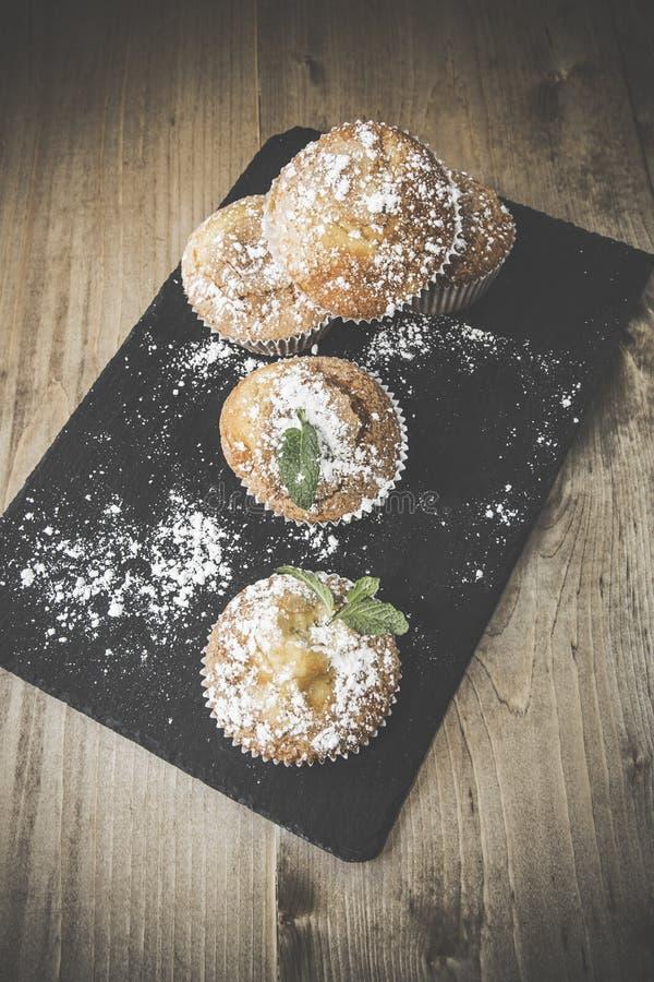 Домодельные булочки с анисовкой, циннамоном и мятой звезды стоковое фото rf