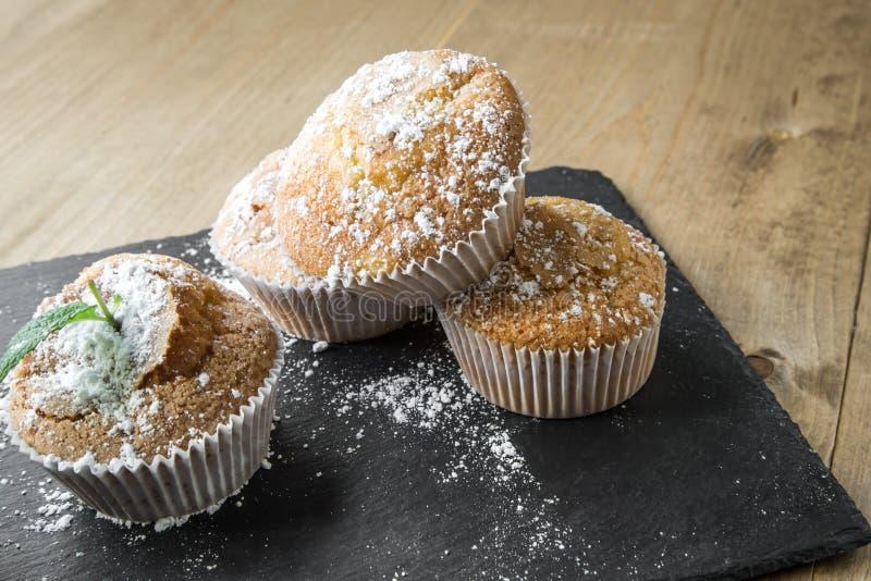 Домодельные булочки с анисовкой, циннамоном и мятой звезды стоковые фотографии rf