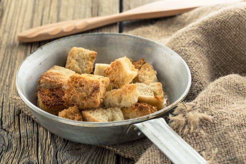 Download Домодельные гренки в сковороде Стоковое Фото - изображение насчитывающей питание, crisp: 40591684